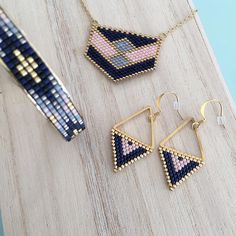 68 Likes, 5 Comments - Bijoux Lou&Nell-Cécile Miclard ( - Seed Bead Jewelry, Bead Jewellery, Seed Bead Earrings, Beaded Earrings, Beaded Jewelry, Loom Bracelet Patterns, Peyote Stitch Patterns, Bead Loom Bracelets, Bead Embroidery Jewelry