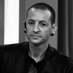 Beautiful Legend Chester Bennington ❤🤘 Your voice will always be home💙🎤🤘 Charles Bennington, Chester Bennington, Linkin Park, Chester Rip, Mike Shinoda, Your Voice, Beautiful Soul, Cinnamon Rolls, I Fall In Love