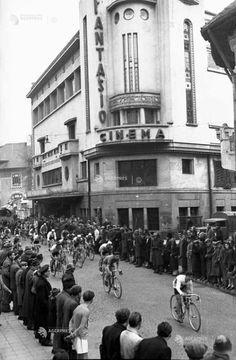 Bucuresti, str. Batistei, 1947 Warsaw Pact, Bucharest Romania, Old Pictures, Time Travel, Vintage Photos, Places To Visit, Street View, Amen, Deco