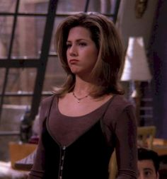 16 People Who Swear They Totally Hate Cats, You Guys 35 Looks Rachel Green Wore On 'Friends' That Are Trendy In 2017 Rachel Green Hair, Rachel Green Friends, Rachel Green Outfits, Rachel Green Style, Jennifer Aniston Hair, Jenifer Aniston, Fashion Tv, Green Fashion, Color Fashion