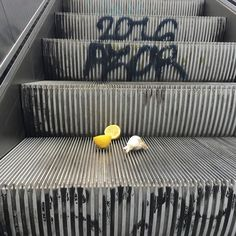 credit @mydinnerparty  #lemons #garlic #escalator #2016 #berlin #urban #streetfood #foodie #foodporn #organic #glutenfree #fodmap #dairyfree #detox #lactosefree #healthyliving #healthy #healthymind #healthysoul #lemon #foodart #foodartist #art #graffiti #livewell #colour #lifegoals by igdinner