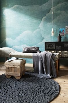 Blue cloud wallpaper by vtwonen with a grey knitted rug by Naco Trade, dresser by Combitex and accessoires by Seletti Ubiqua Design Industrie, Madam Stoltz, Mokumkruk, Sukha Amsterdam, House in Style | Styling @fransuyterlinde  | Photographer Jansje Klazinga | vtwonen May 2015 | #vtwonencollectie