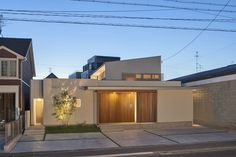 大黒町の家 | WORKS WISE 岐阜の設計事務所 Japanese Modern House, Loft House, Dream House Exterior, Random House, House Front, Minimalist Home, Interior Decorating, House Design, House Styles