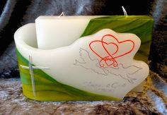 Ich fertige einzigartige Hochzeitskerzen nach individuellen Wünschen an. Ein Unikat für jedes Brautpaar. 100%ige Handarbeit aus Oberösterreich. Sie können nicht nur die Verzierung, sondern auch die Form der Kerze selbst bestimmen, da wir auch die Rohlinge nach Kundenwunsch selbst herstellen. Kerze mit Holz, Mantelkerze, Kerze mit Mineralien, Achat, Meteorit, Hochzeit selbstgemacht Standesamt Kirche Hochzeitsbrauch Geschenk Dekoration Kerze deko Trauung Trauspruch Kerzenshop… Form, Container, Embellishments, Decorations, Candle Decorations, Newlyweds, Minerals, Homemade, Canisters