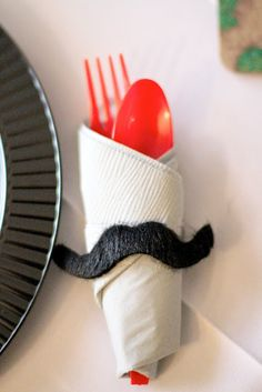 Bigote como servilletero! / Mustache as a napkin ring!
