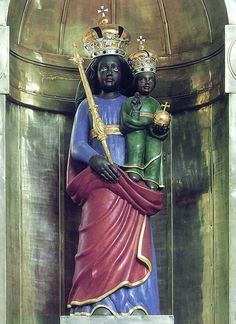 A baroque copy of the statue of Our Lady of Loreto. (Why do none of the so-called copies of Loreto actually look like her?)
