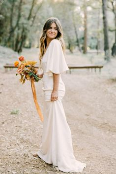 Wedding Dress Vintage Beachy waves a chic Sarah Seven wedding dress that we just can't get enough of Sarah Seven Wedding Dresses, Western Wedding Dresses, Dream Wedding Dresses, Unique Colored Wedding Dresses, Sarah Seven Bridal, 1970s Wedding Dress, Wedding Gowns, Fall Wedding Colors, Wedding Color Schemes