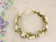 Flores para el pelo - ♥ Corona de flores ♥ - hecho a mano por LolaWhite en DaWanda #boda #novia #novio #ionvitadas #invitados #bodasDIY #DaWanda #hechoamano #weddings #manualidades #bodashandmade #handmade