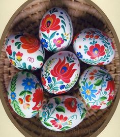 matyó hand-painted easter eggs from Hungary. I would love a bowl of these eggs! They are so bright and cheery. Egg Crafts, Easter Crafts, Holiday Crafts, Bunny Crafts, Easter Egg Designs, Ukrainian Easter Eggs, Diy Ostern, Easter Art, Easter Decor