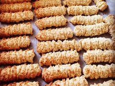 מתכון עוגיות מכונה פרווה, עוגיות מכונה פרווה מהמטבח המרוקאי עם מחמאה ומיץ תפוזים - מתאים מאוד לקינוח פרווה עם התה שלאחר הארוחה