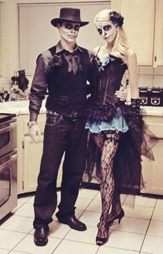 Hallowen Costume Couples Halloween-Scary-Costumes-Ideas-For-Couples-Unique-Couple-Costume Clever Halloween Costumes, Adult Halloween, Halloween Cosplay, Scary Halloween, Halloween Makeup, Halloween Stuff, Spooky Scary, Halloween College, Halloween Office