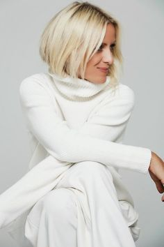 Winter white on white for a chic casual style. dustjacketattic:white out Beauty And Fashion, White Fashion, Look Fashion, Timeless Fashion, Womens Fashion, Fashion Tips, Fashion Trends, Mode Chic, Mode Style