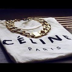 Celine tee & chunky gold.
