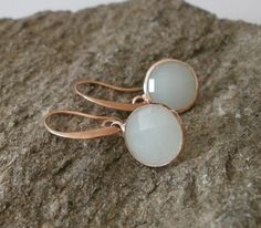 These pretty earrings with faceted, delicate opal green gemstone could soon become your favorite companions. The semi-precious stones are 12 mm in diameter. You relaxing on elongated ear hooks in the color rose gold. Gemstone Rings, Stud Earrings, Gemstones, Vintage, Etsy, Jewelry, Stud Earring, Craft Gifts, Schmuck