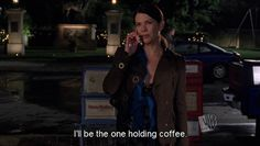 24 Reasons Why Lorelai Gilmore Is The Coolest Mom Ever- Gilmore Girls! Gilmore Girls Fashion, Gilmore Girls Quotes, Rory Gilmore, Lorelai Gilmore Quotes, Team Logan, Glimore Girls, Lauren Graham, Feeling Lonely, Best Mom