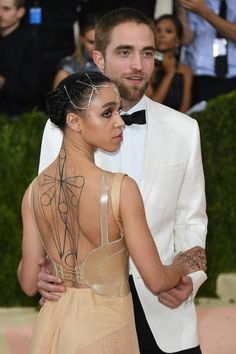 Aww they look so cute. Rob and FKA Twigs at the 2016 MET Gala