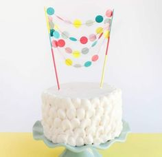 Garland cake topper right now! As a result of combining a garland and a cake topper may be very vital. Diy Wedding Garland, Diy Garland, Diy Cake Topper, Cake Toppers, Pink Sweets, Cake Banner, Cupcakes, Different Cakes, Diy Party Decorations