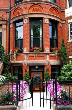 Exterior - beautiful brownstone in Back Bay Boston Beautiful Buildings, Beautiful Homes, Beautiful Places, Beautiful Architecture, Beautiful Gardens, Newberry Street, Porches, Casa Patio, Home Living