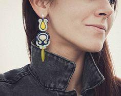 Boucles d'oreilles des déclaration de citron dans un style bohème. Soutache et les perles broderie bijoux cadeau pour elle.