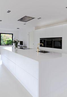 Køkkenelementer i hvidt for rolig base fra Svane