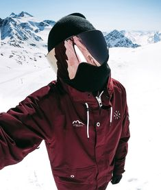 ski outfit for men Snowboarding Style, Ski And Snowboard, Snowboarding Jackets, Mens Snow Fashion, Best Snowboards, Winter Hiking, Skiing, Burgundy, Style Men