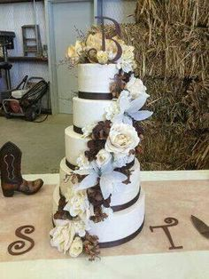 Country wedding cake (www.sugarrushcake.com) www.facebook.com/sugarrushbakery