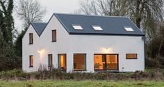 Low cost passive build in rural Meath adds to the evidence that its possible to meet the passive house standard on a tight budget Rural House, Cottage House Plans, Cottage Homes, Cottage Bedrooms, Country Farmhouse Exterior, Modern Farmhouse, House Designs Ireland, Passive House Design, Farmhouse Renovation