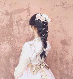Korean Hanbok, Korean Dress, Korean Traditional Dress, Traditional Dresses, Korean Bride, Fashion Collage, Cute Japanese, Swag Style, Everyday Hairstyles