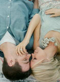 Relaxed Glam Mountain Engagement | Laura Murray