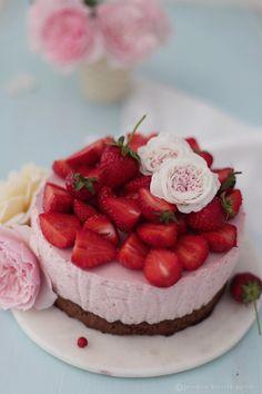 Heute gibt es nochmal ein leckeres Rezept mit frischen Erdbeeren,   welches besonders für heiße Tage geeignet ist :-).         Dieses...