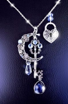 Awesome~ Moonlight secrets - Silver steampunk key moon necklace by CindersJewelryDesign Key Jewelry, Cute Jewelry, Silver Jewelry, Jewelry Accessories, Jewelry Design, Unique Jewelry, Jewelry Necklaces, Silver Rings, Filigree Jewelry