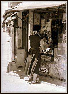 Kansuke Yamamoto, Kyoto 1955. (たばこ Tobacconist)©Toshio Yamamoto.