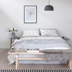 De grafische print staat super in de slaapkamer #grafischeprint #slaapkamer #interieur #inspiratie #homedeco #zondag