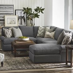 Living Room Furniture Layout Ideas Couch Pillow Arrangement Sectional U Shape Sectional Sofa Living Room Furniture Layout, Living Room Paint, Cozy Living Rooms, Living Room Grey, Home And Living, Living Room Designs, Living Room Decor, Small Living, Modern Furniture