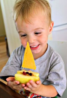 A healthy and fun snack for toddlers and preschoolers - apple boats! Kids love making these cute snacks and the whole thing is edible! Such a fun craft and yummy snack. Boat Snacks, Cute Snacks, Cute Food, Good Food, Creative Snacks, Kids Learning Activities, Apple Activities, Preschool Snacks, Toddler Snacks