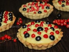 mini tarte cu fructe și crema de vanilie Cheesecake, Muffin, Food And Drink, Diet, Homemade, Cookies, Breakfast, Cupcake, Mini Pies