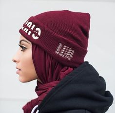 primera mujer con hijab en Playboy I like the idea of wearing a hat the same color as your scarf.I like the idea of wearing a hat the same color as your scarf. Arab Fashion, Islamic Fashion, Muslim Fashion, Modest Fashion, Fashion Outfits, Fashion Muslimah, Emo Fashion, Casual Hijab Outfit, Hijab Chic