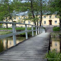 Sunnuntaiajelulla @ Fiskars Ruukki, Suomi, Finland, toukokuu 2013 / Silta ja heijastuksia joessa.