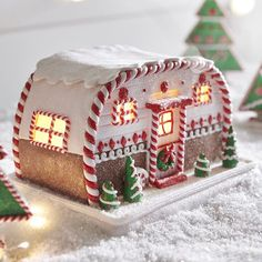 Raz Battery Operated LED Lighted Gingerbread House Camper Trailer Christmas Figure 3916186 NEW for 2019 Listen to the crickets chirping, the river trickling, owls hoo-ing in the distance. All the things you'd hear in an outdoor oasis Silver Christmas Decorations, Diy Christmas Ornaments, Christmas Desserts, Christmas Treats, Christmas Baking, Christmas Cookies, Christmas Time, Christmas Presents, Cool Gingerbread Houses
