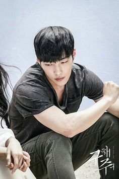 Seok Don Chul (Woo Do Hwan) a rebellious and equally unemployed friend who has a love-hate relationship with Han!