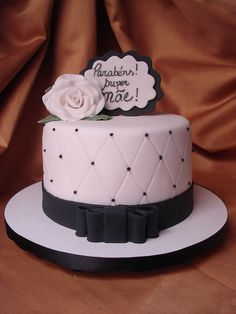 Bolo Decorado Branco e Presto by Adriana Cake Designer, via Flickr
