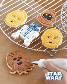 La force est avec vous pour créer ces adorables cookies/cupcakes et ne pas passer du côté obscur… Voici des accessoires de cuisine plutôt amusants (emportes-pièces, pochoirs, papiers spéciaux…
