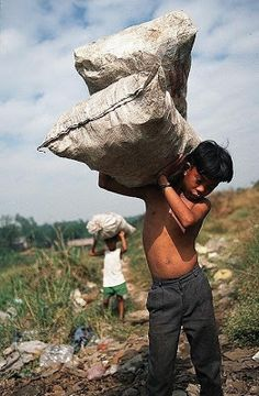 Philippinen: Robbed of their joy and childhood.