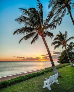 Who has been to Molokai?  Another lovely sunset on Molokai.  Hawaiian Islands.  Photo by @PanaViz