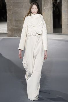 See the complete Rick Owens Fall 2016 Ready-to-Wear collection.