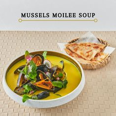 Mussels moilee Soup-Ferske blåskjell i krydret kokosnøttsaus med turmeric.Fresh mussels with turmeric and authentic Indian spices  in coconut sauce. Coconut Sauce, Mussels, Turmeric, Spices, Soup, Indian, Fresh, Ethnic Recipes