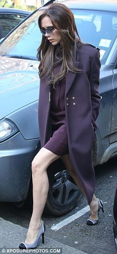 Just like mummy. without the heels! Harper Beckham shows off her growing locks and stylish outfit but goes shoe-less for day with Victoria Victoria And David, David And Victoria Beckham, Victoria Beckham Style, Victoria Style, Queen Victoria, Posh Beckham, Harper Beckham, Viktoria Beckham, Lou Fashion