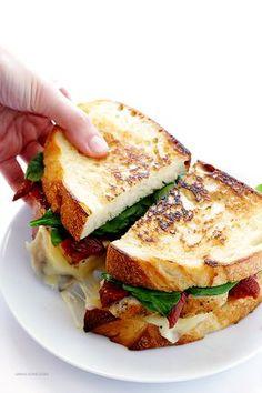 Chicken Florentine Grilled Cheese - Burger & Co - Sandwich Grilled Cheese Recipes, Chicken Recipes, Grilled Chicken Sandwiches, Panini Recipes, Panini Sandwiches, Grilled Cheeses, Healthy Sandwiches, Burger Recipes, Club Sandwich Recipes