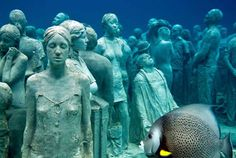 Underwater Art Museum at the Isla Mujeres National Marine Park - 400 statues form an artificial reef that has already attracted a plethora of marine life. Underwater Sculpture, Underwater Art, Underwater Photography, Sculpture Art, Sculpture Garden, Sculpture Museum, Museum Exhibition, Art Museum, Jason Decaires Taylor