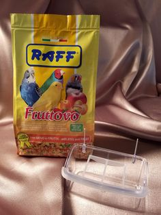 RAFF Fruttovo - daily food supplement to accompany the basic seed diet for granivorous cage birds. Animals And Pets, Baby Animals, Cute Animals, Wild Animals, Funny Animals, Egg Recipes, Snack Recipes, Conure, Bird Food